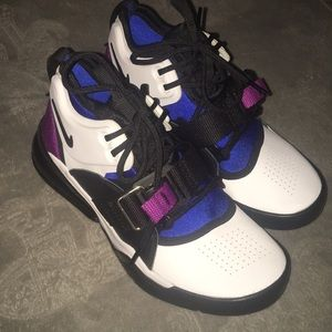 Nike Shoes - Nike Air Force 270 gs 4.5 youth and a 6 in women's